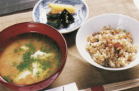 焼き飯とよし川のお味噌汁とお漬物